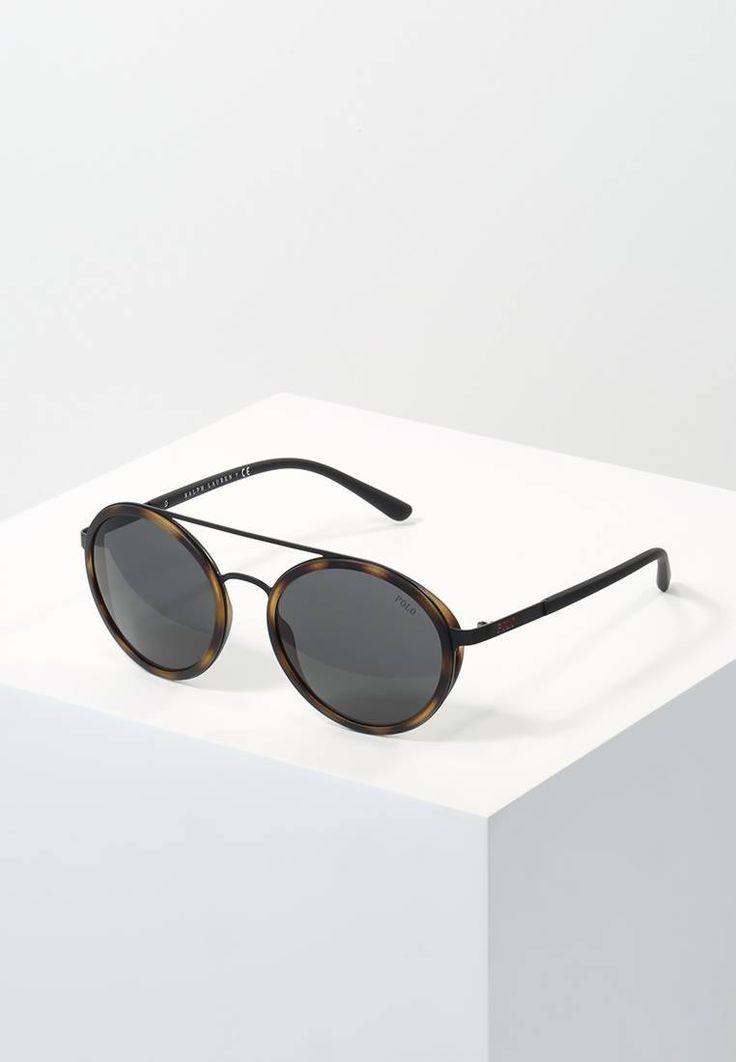 Polo Ralph Lauren. Sonnenbrille - matte black. Breite:13.7 cm bei Größe 53. Bügellänge:14 cm bei Größe 53. Stegbreite:1.5 cm bei Größe 53. UV-Schutz:ja. Brillenform:oval. Brillenetui:Hartschale
