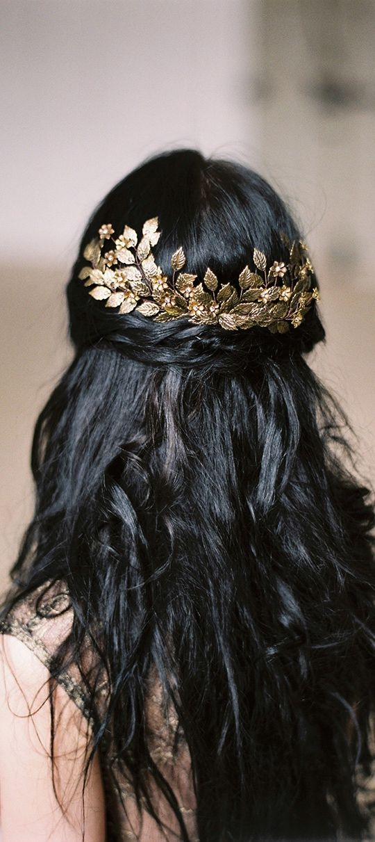 half up hairstyles - tiny gold leaves hair clip