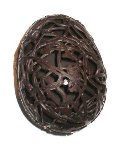 Easter chocolate egg  Huevo de pascua esgrafiado  http://decoraciondemabel.blogspot.com/2012/03/huevo-de-pascua-esgrafiado.html