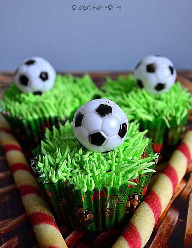 Słodki pomysł na babeczki dla fanów piłki nożnej! Babeczki zrobiłam dla męża – wielkiego fana piłki nożnej – w ubiegłym roku, z okazji Euro 2016 🙂 Może i Was zainspirują :)