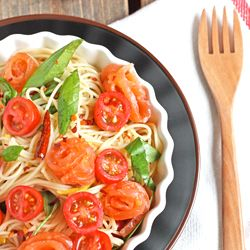 Pasta with smoked salmon (Gravlax), rocket, lemon and capers in spicy oil.