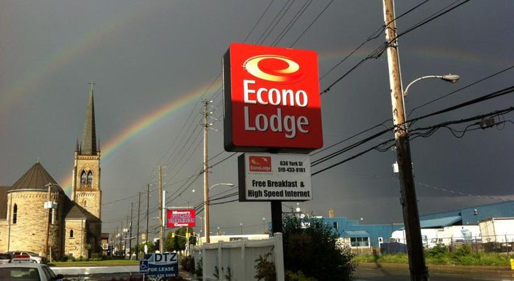 Econo Lodge London London Within walking distance of the London Convention Centre and public transportation, this hotel in downtown London, Ontario offers sensible lodging and friendly services for a comfortable stay.