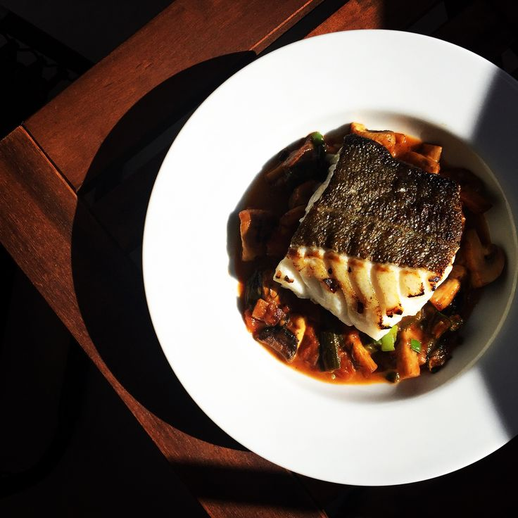 Slightly grilled cod with tomatoes, mushrooms, dill and springonions.