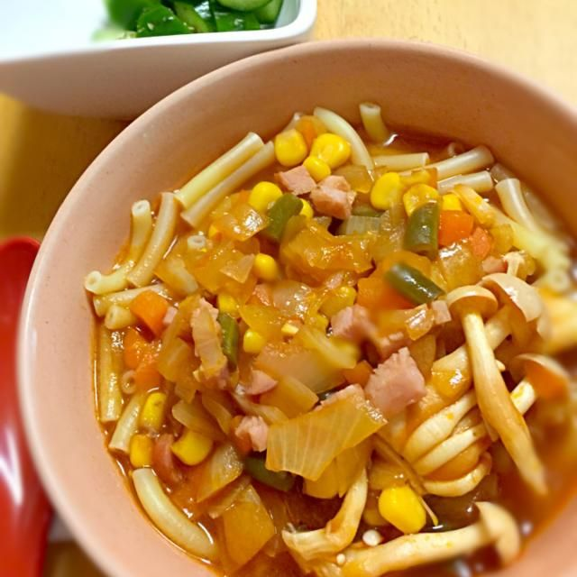 昨夜の手羽元のトマト煮の残りのスープに 野菜を加えて作りました。 - 47件のもぐもぐ - 朝のスープパスタ by kinacohys