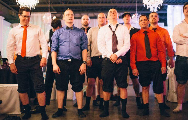 Crédit photo: Simon Laroche Photographie Les garçons célibataires ont dansé sur leurs bas!  La conséquence de ne pas être encore marié!