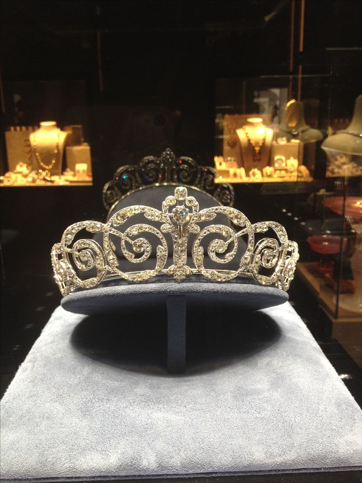 "An important diamond tiara, in the Cartier style with ""rinceaux"" ornaments. The tiara is currently displayed (for sale) at the Biennale des Antiquaires in Paris (Photo Thomas Ghysdaël)"