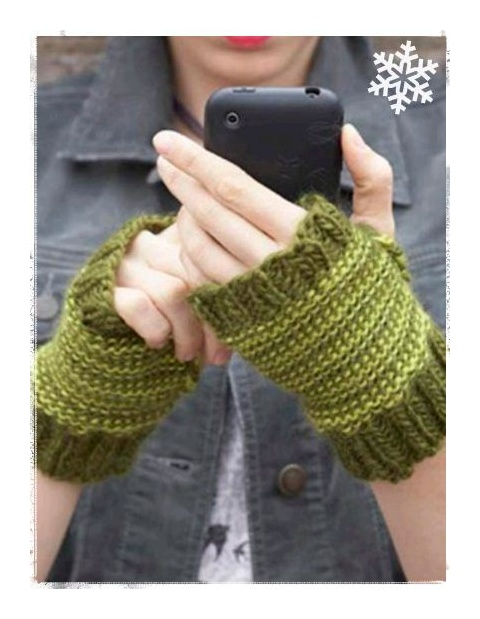 Love these wrist warmers! Make a set for yourself, and as a gift, too! @Vickie Howell #yarn #DIY