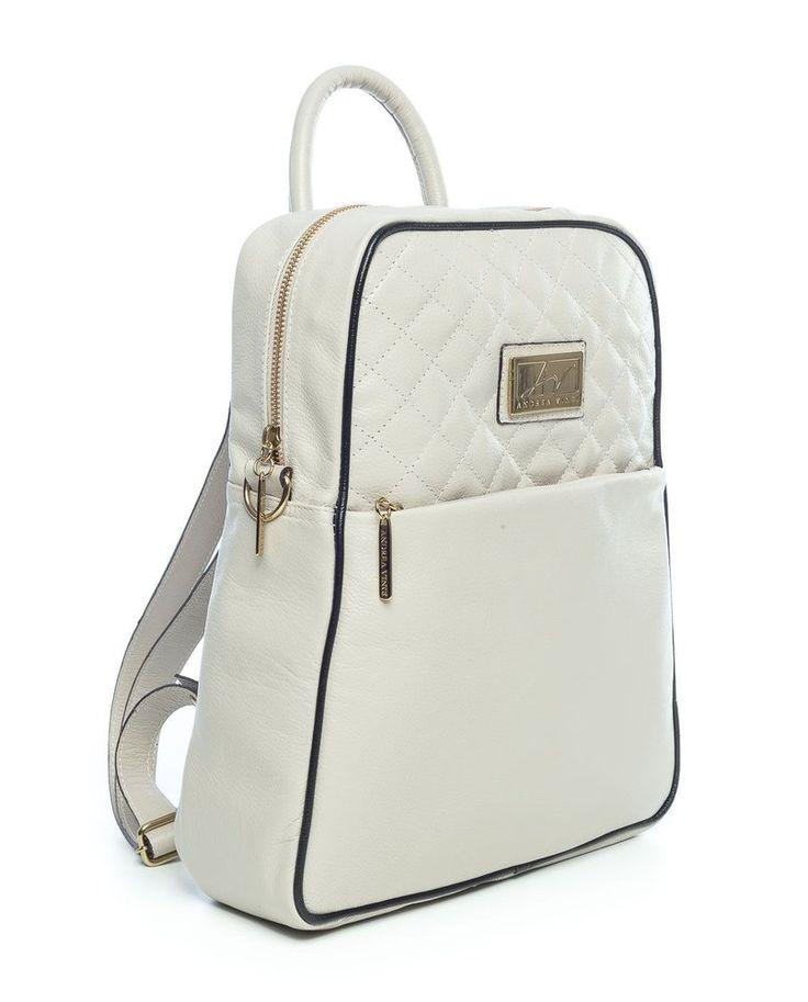 Mochila feminina com matelassê em couro legítimo marfim - Enluaze Loja Virtual   Bolsas, mochilas e pastas