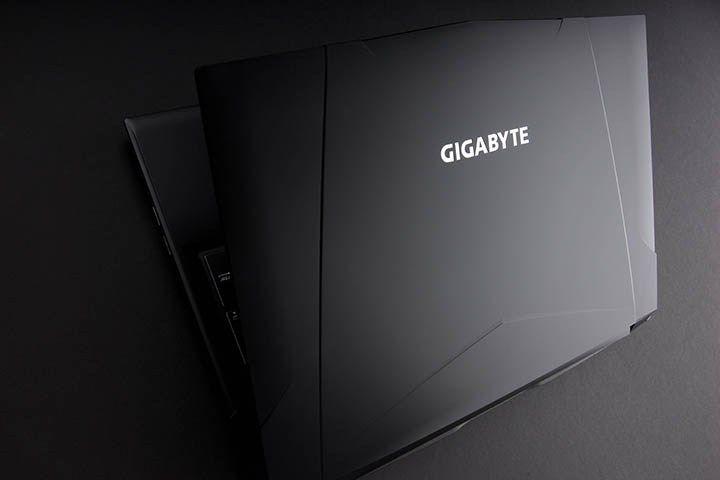 Si vous cherchez à changer de PC portable prochainement, alors l'un des deux nouveaux monstres tout juste dévoilés par Gigabyte pourrait peut-être vous intéresser ! Le Sabre 15 et le Sabre 17 ont plusieurs configurations possibles avec les derniers processeurs Intel Core i7 7ème Génération, des cartes graphiques NVIDIA GeForce GTX 1050 Ti et GTX 1050, des écrans 15.6 ou 17.3 pouces ou encore de la DDR4 pouvant aller jusqu'à 32Go !
