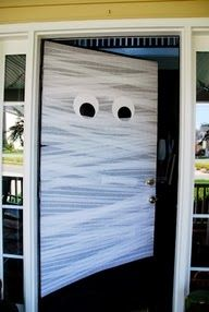Not too late for Halloween decorations! More Great Halloween Ideas! Easy Halloween DIY Crafts