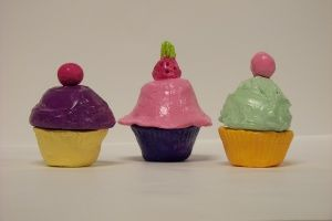 "Pinch Pot Cupcakes (Gr.2)   Tip: mix slip until creamy for the ""frosting"""