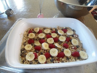 Baked Oatmeal with Strawberries, Bananas, and Chocolate Chips | ButISawItOnPinterest.blogspot.ca