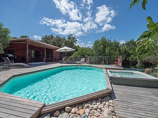 Start während exotischem Holz in den Busch, einen beheizten Pool, Jacuzzi.   Ferienhaus in Südkorsika (Corse du Sud) von @homeaway! #vacation #rental #travel #homeaway