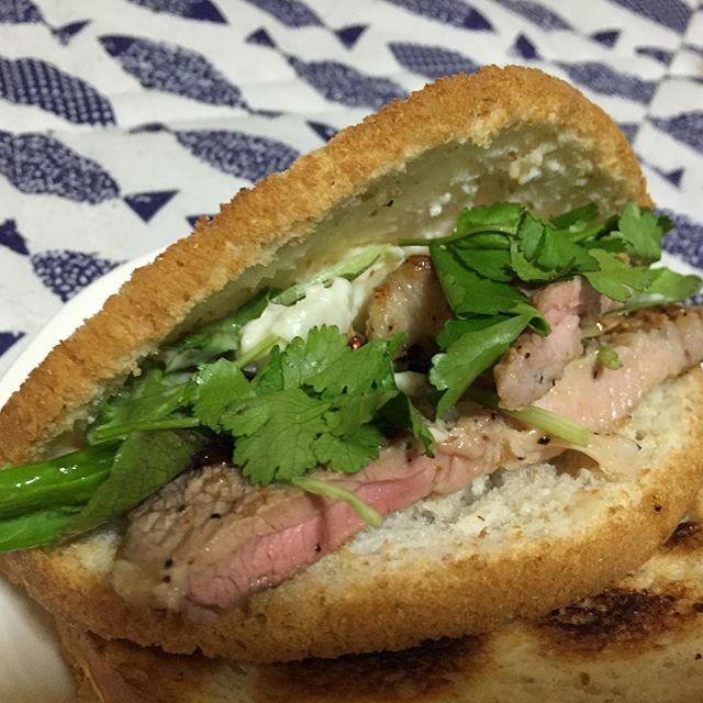 いい肉の日につき #神戸屋  #円熟  #肉 #ステーキ #パクチー 是は旨かった