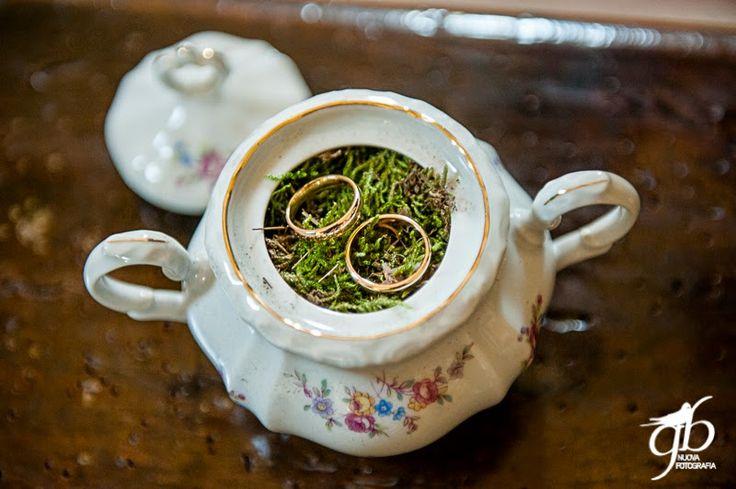 wedding ring in teapot Con le ballerine verdi {Real Wedding} Fausto e Elena by Con le ballerine verdi