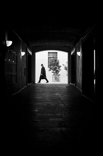 Uomo col cappotto #street #treviso #leica #photography #walking