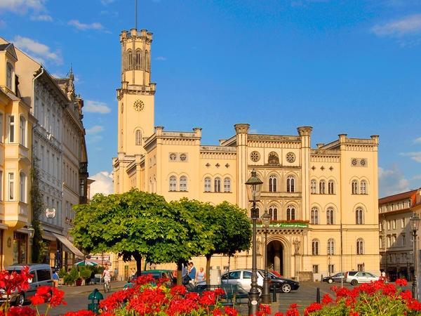 Ein italienischer Palast ist das Rathaus der einzigen böhmischen Königsstadt auf deutschem Boden. #Zittau