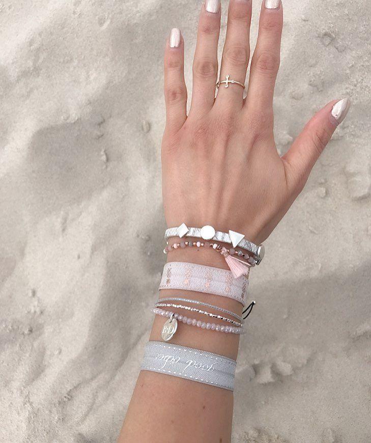 """Polubienia: 88, komentarze: 2 – Anna Dziubek (@annadziubek_bydziubeka) na Instagramie: """"#bydziubeka #onthebeach #jewelry #bracelets #summercollection #sand #bałtyk #beach"""""""