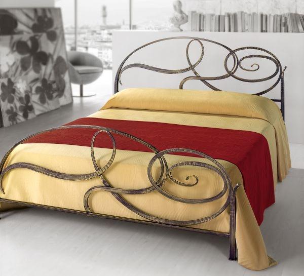 Pi di 25 fantastiche idee su testata in ferro su - Cibi per durare di piu a letto ...