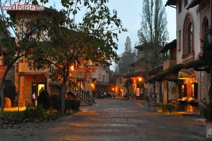 Immagine Natale a Grazzano Visconti: anche nel borgo emiliano a dicembre e nelle festività di fine anno vengono organizzati i tradizionali Mercatini di Natale