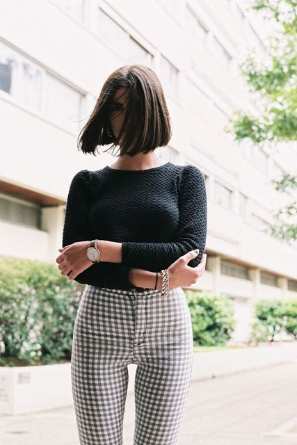 Street style | Perfect bob with high waist checked pants and black sweater