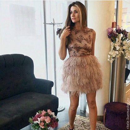 Купить или заказать Платье 'Bella' в интернет-магазине на Ярмарке Мастеров. Платье с открытой спиной из кружева и перьев страуса. Спереди лиф платья на подкладе. Сделаю на заказ по индивидуальным размерам. Можно верх платья сделать другой. Есть разные цвета! Разные перья! Если Вам интересны мои работы, нажмите 'Получать обновления', и на Ваш электронный адрес будут приходить уведомления о моих новых работах. Если Вы зарегистриров…