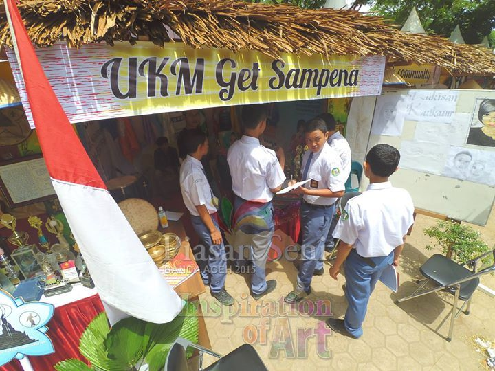 Edukasi Seni - Para siswa sekolah mengumpulkan inspirasi seni di stand-stand pameran seni Piasan Seni Banda Aceh 2015 #piasanseni - Piasan Seni Banda Aceh 2015 http://on.fb.me/1ifHj8G Get more on Piasan Seni Facebook FanPage http://on.fb.me/1KfHyIj ============== OFFICIAL UPDATES ABOUT PIASAN SENI BANDA ACEH 2015 ------------------------ www.piasanseni.org info@piasanseni.org (mail) @piasanseni (twitter/Instagram/tumblr/Pinterest) 58780415  C002DE7E3 (BBM) Piasan Seni Banda Aceh 2015…