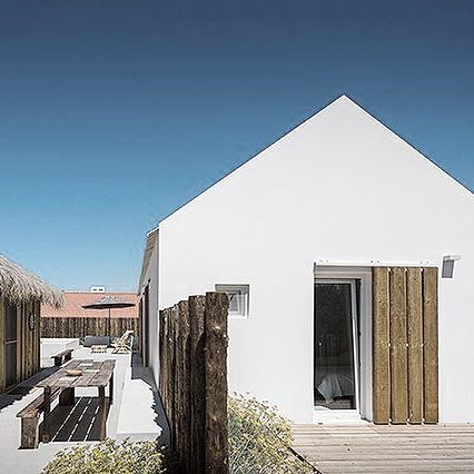 ~Simple Luxury~ Beautiful beach house rental in Portugal  #white #wood #portugal #beachhouse #rawtextures #comporta