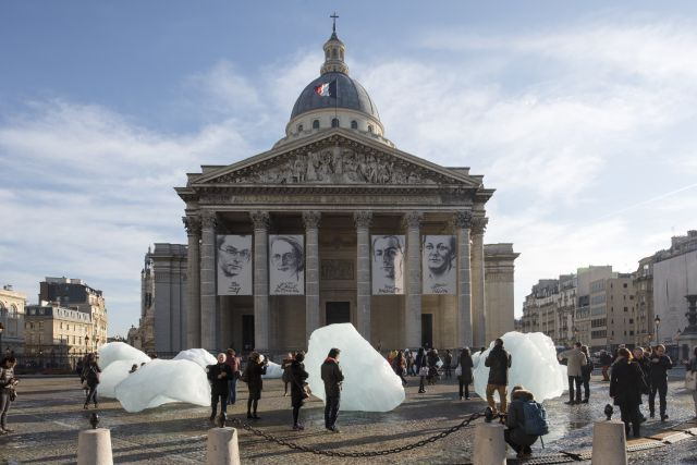 Depending on how warm it gets in Paris, Ice Watch is expected to last until the end of Ice Watch, Olafur Eliasson, Art For Change, Environmental Sculpture, Paris, Prehistoric, Architecture, Installation Art, Artsy Fartsy