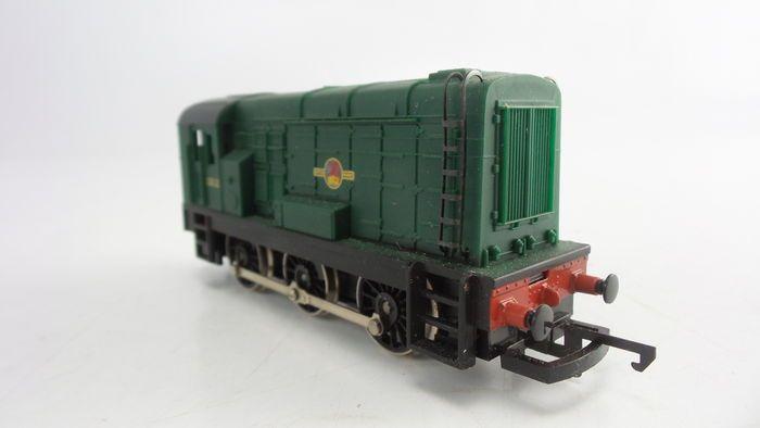 Hornby 00 - R156 - Dieselelektrische rangeerlocomotief Klasse 08 Type D3000 van de BR  Hornby 00 - R156 - Dieselelektrische rangeerlocomotief Klasse 08 Type D3000 van de British Railways Bedrijfsnummer: 13012Getest en werkendIn groene kleurstelling1-Assig aangedrevenWielregeling 0-6-0Productieperiode 1969-1975Foto's zijn onderdeel van de beschrijving. Locomotieven hebben 1 maand garantie na aankoop. Bij defect binnen 1 maand vanuit Nederland kosteloos retournerenAlle pakketten worden…