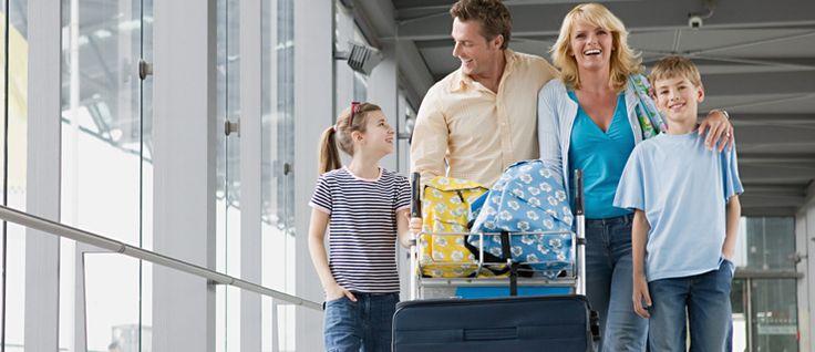 """http://mundodeviagens.com/criancas/ - """"Pai, ainda falta muito?"""", pergunta ele dois minutos depois de questionar exatamente o mesmo. O caso é um clássico das férias em família e levam ao exaspero o mais calmo dos pais. A conclusão só pode ser uma: crianças não foram feitas para viagens muito longas e, seja de carro ou de avião, é difícil corresponder ao elevado grau de exigência destes pequenos viajantes."""
