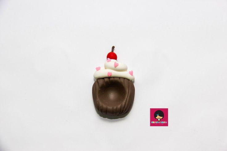 Porta doces/forminha em biscuit Cupcake, ideal para trazer ainda mais beleza e destaque aos seus doces.  Confeccionamos com as cores e temas que preferir.  Pedido mínimo 10 unidades  Confeccionados manualmente e com muito carinho.