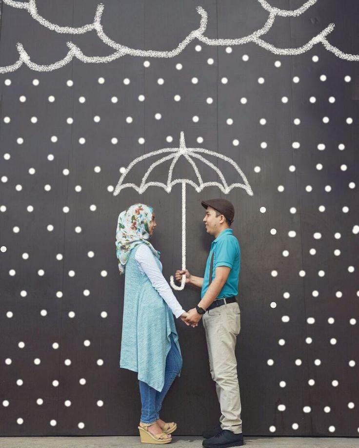 Chalk Art Prewedding for mba @ernawathy.hi & mas @herliirawan   Location : Kota tua  Yuk moto sama @hs_fotografi2 murah kok  #hsfotografi #prewed #prewedding #prawedding #prewedmurah #prawed #prewedmurahjakarta #prewedjakarta #prewedbogor #preweddingmurah #promoprewed #preweddingphoto #indoromantic #inspirasiprewedding #prewedcasual #prewedhijab #wedding #muajakarta #prewedidea #souvernir #preweddingjakarta #prewedoutdoor #prewedunik #bestcouple #love #chalkart #prewedkotatua #kotatua…