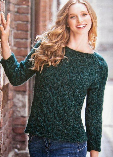 femenino, suéter, con, agujas de tejer Aran