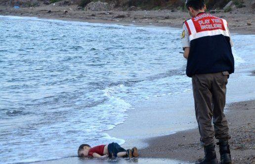 Il s'appelait Aylan Kurdi, à trois ans il est mort noyé en fuyant la guerre en Syrie / le témoignage de son père - Lindépendant.fr