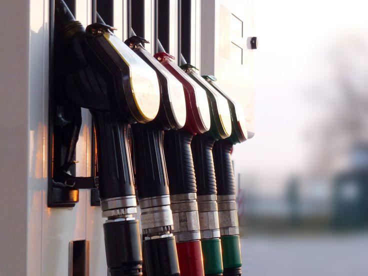 Kartellamt startet Benzinpreis-Datenbank (App-Tipps) - http://www.mrmad.de/kartellamt-startet-benzinpreis-datenbank-app-tipps-1209 Das Bundeskartellamt startet ab sofort die Markttransparenzstelle für Kraffststoffe. Von nun an müssen Tankstellen Preisänderungen an die Behörde melden, welche die Daten dann an Verbraucher-Informationsdienste weiter geben.