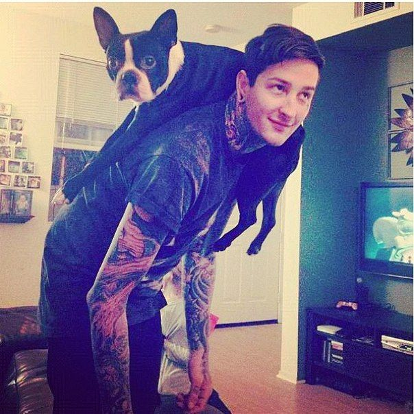 I love this pic so much.. I've seen it so many times and I always start grinning because it's so lovely.. I don't know why I never pinned it.. Mitch Lucker with Parker and behind him is Kena <3