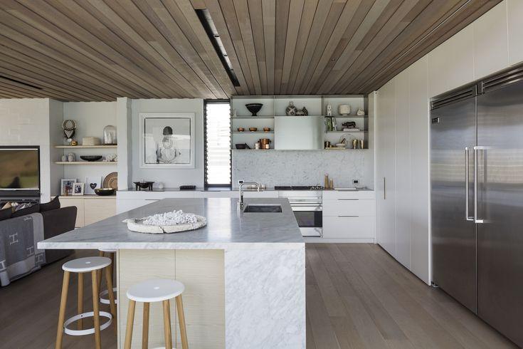 Tuatua House in New Zealand by Julian Guthrie