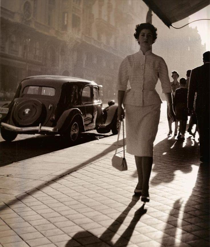 """La Elegante de la Gran Vía"", Madrid, ca. 1953 // by Francesc Català-Roca"