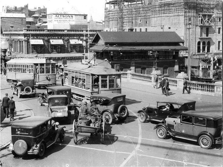 (56) 72-Congestion-on-Barrack-St-Bridge-1920s Perth History Centre |