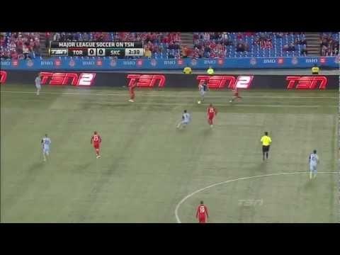 FOOTBALL -  GOAL: Robert Earnshaw jumps on SKC miscue in the back - http://lefootball.fr/goal-robert-earnshaw-jumps-on-skc-miscue-in-the-back/