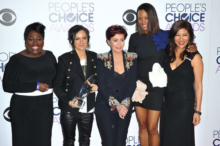LOS ANGELES, CA - JANUARY 06:  (L-R) TV personalities Sheryl Underwood, Sara Gilbert, Sharon Osbourne, Aisha Tyler and Julie Chen pose with an award in the press room during the People's Choice Awards 2016 at Microsoft Theater on January 6, 2016 in Los Angeles, California.  (Photo by Allen Berezovsky/Getty Images) via @AOL_Lifestyle Read more…