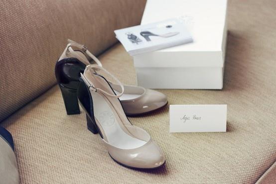 """Aga Prus o swoich butach:""""Sięgnęłam do trendów z czasów, kiedy Minnie powstała. W latach  20. i 30. buty były niższe, obcasy bardziej stabilne. Jednak ja chciałam unowocześnić tę formę, nadać jej bardziej współczesny sznyt."""" Copyright ©Disney"""
