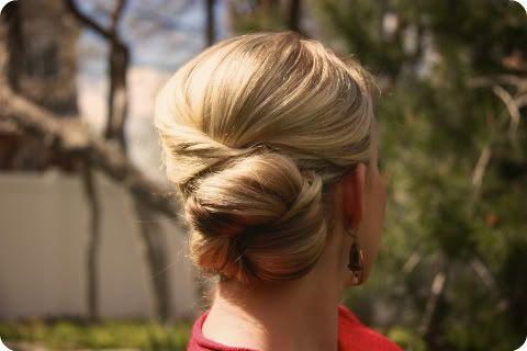 @Elizabeth O'Brien samoh hair?!?Hair Tutorials, Buns Hairstyles, Hairstyles Tutorials, Hair Style, Thick Hair, Wedding Hairstyles, Summer Hairstyles, Bridesmaid Hairstyles, Hair Buns