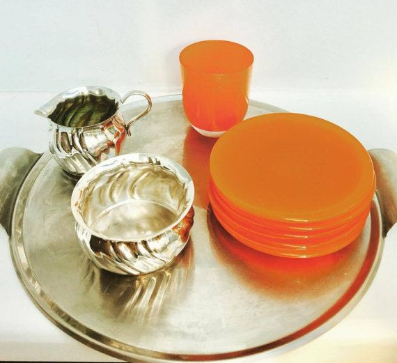 Coffee or tea set, mix and match, sugar bowl, Swedish creamer, 1960s Scandinavian Prima NS, 5 plates 70s and orange cup. Vintage Scandinavian  - Creamer of the Swedish brand Prima Ns in silver metal, very good conditions vintage. 9.5 cm x 6 cm. Creamer, Vintage creamer, Creamer Sweden  - Sugar bowl of the Swedish brand Prima Ns in silver metal, model open 9 cm D x 4 cm H,  - 5 plates 12,5 cm D, for biscuits or cake, very 70s, orange, very orange!  - coffee cup, tea cup, glass, heavy orange…