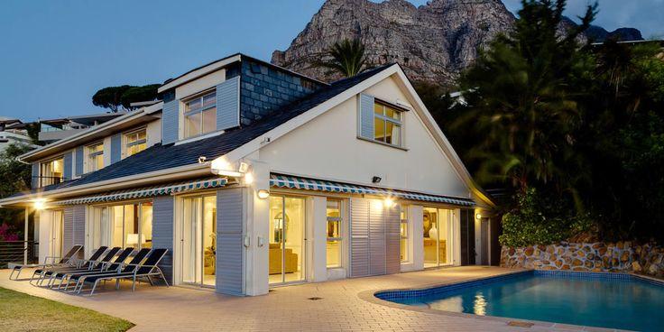 Woodford -  Une villa de vacances de 6 chambres située à Camps Bay, avec piscine et vue sur l'Océan Atlantique.