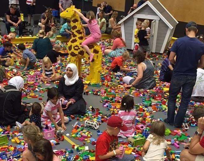 Lekstuga Emily ... At   Klossfestivalen största LEGO® event! i Örebro 2015