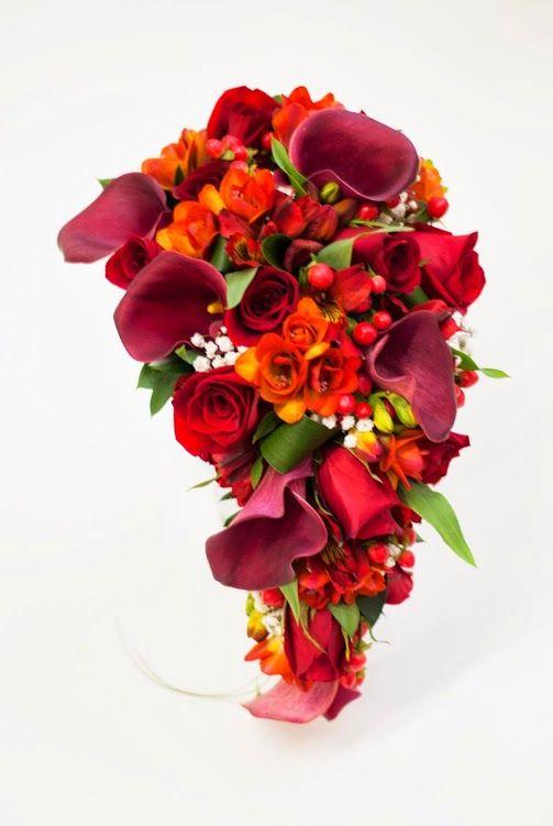 Un ramo cargado de energía. Ramo de novia de calas, rosas, fressias y alstroemerias #ramodenovia #bodas
