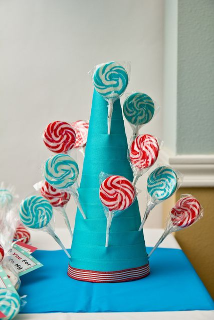 How to Make a Lollipop Stand by foodiebride, via Flickr