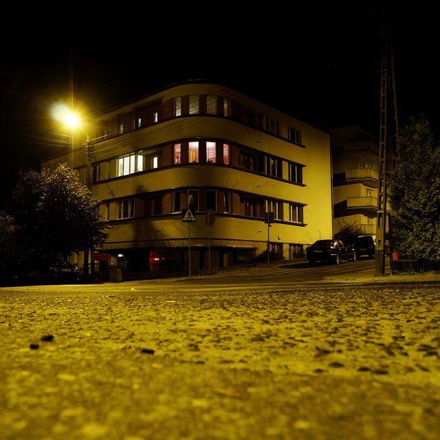 Dom czynszoey Konopków, projekt S. Ziołowski, budowa 1937/38 #gdynia #modernizm_gdyni #architektura #nocnezdjęcie #modernism #architecture #nightimage #night #igerspoland #igersgdansk #igersgdynia #gdynia_official #instadzialkilesne